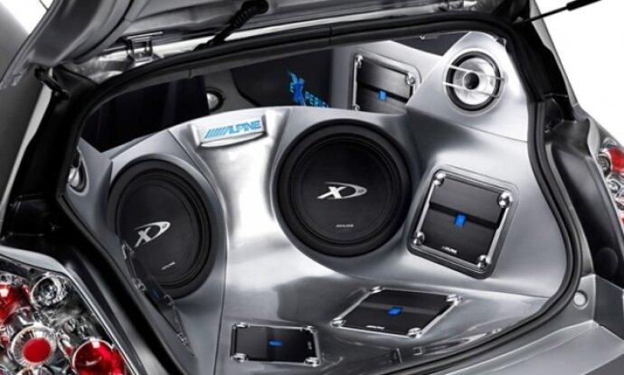 Шипят динамики в машине