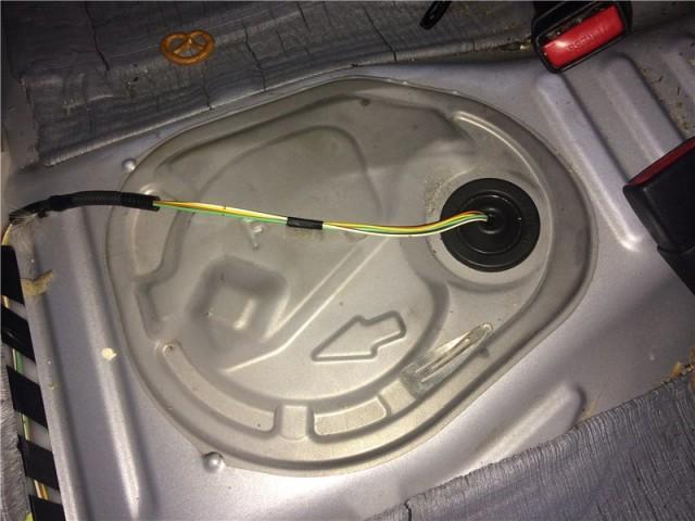 Крышка бака Corolla в 150-м кузове