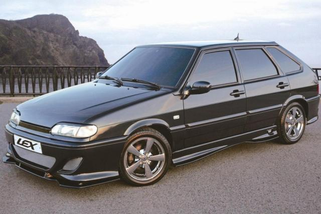 Черный тюнингованный ВАЗ 2114