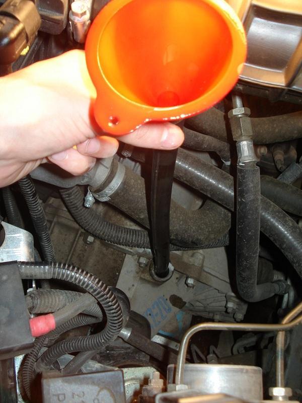 Замер уровня масла в КПП автомобиля
