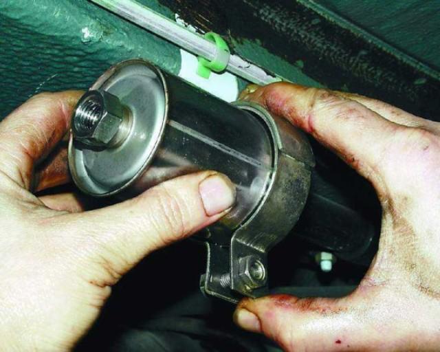 Демонтаж топливного фильтра на 2110
