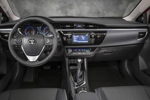 Салон Toyota Corolla 2014 года