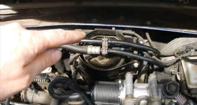 Крышка дизельного ТФ в Opel Zafira