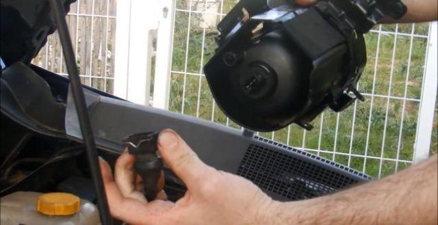 Отсоединение провода датчика от ТФ в дизельных Opel Zafira