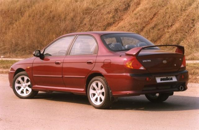 Автомобиль Kia Spectra