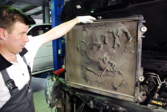 Забитый радиатор - одна из причин кипения двигателя