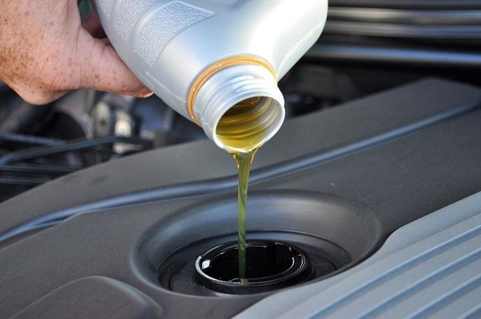 При покупке нового автомобиля стоит придерживаться установленного производителем интервала замены масла