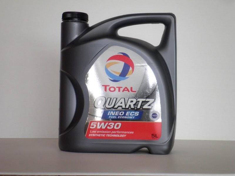 Моторное масло «Total quartz 5w30» в пятилитровой упаковке