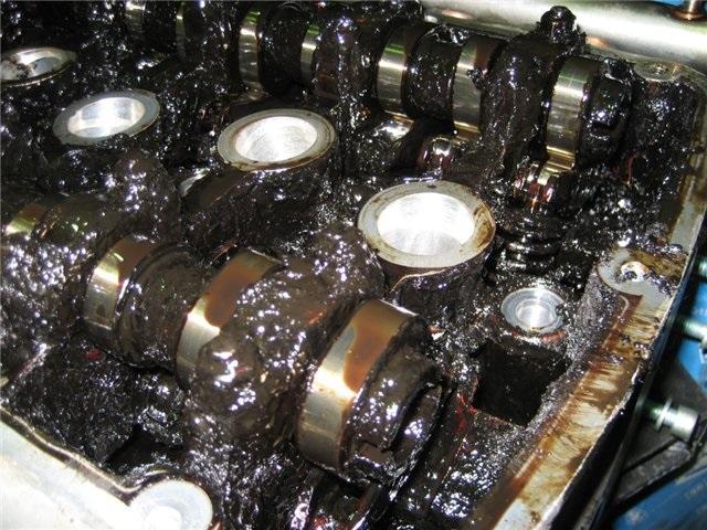 Использование некачественных масел пагубно влияет на двигатель