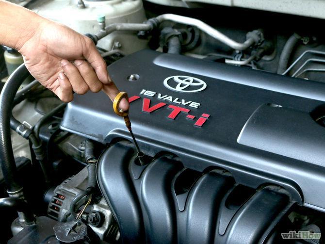 Проверка уровня масла в двигателе автомобиля Toyota