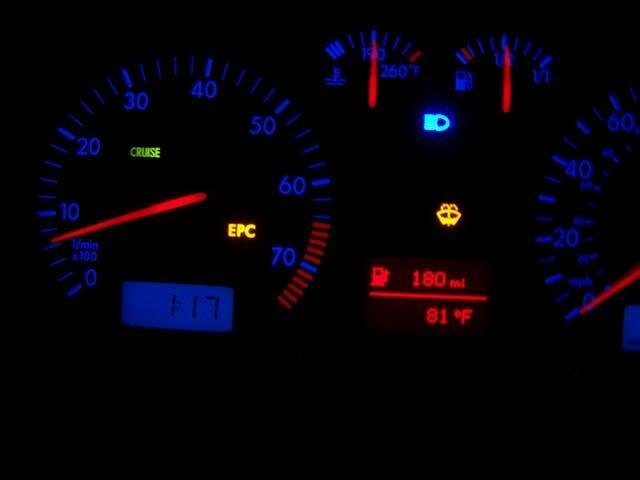 Загоревшаяся ЕРС лампочка на панели авто
