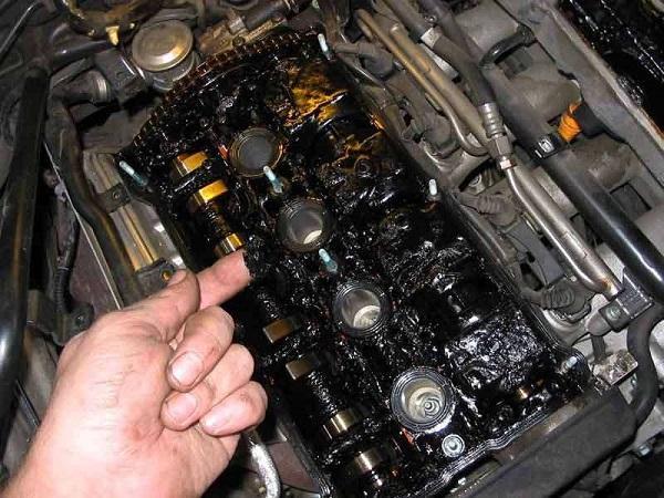 Сгоревшее масло в двигателе автомобиля