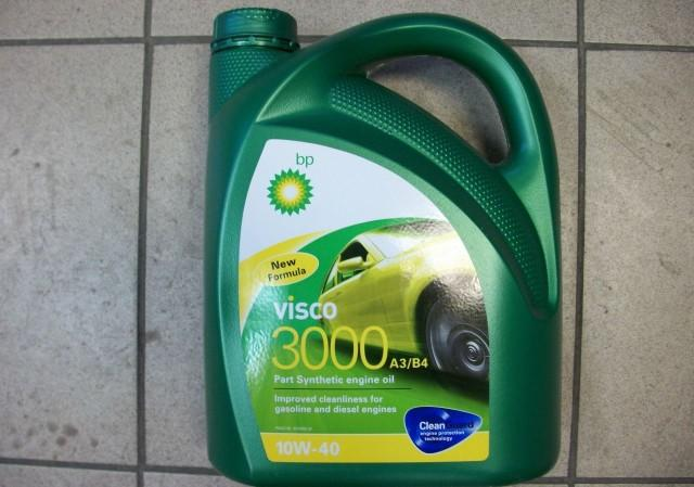 Масло для двигателя Visco 3000 в четырехлитровой канистре