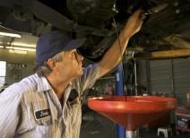 Почему почернело моторное масло?