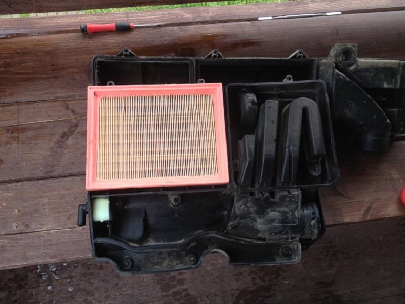 Моется внутри корпус и устанавливаются новые фильтрующие элементы