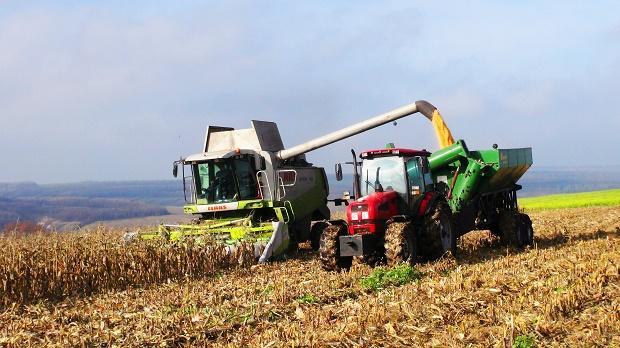 Сбор урожая техникой в сельском хозяйстве