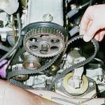 Демонтируйте ремень ГРМ