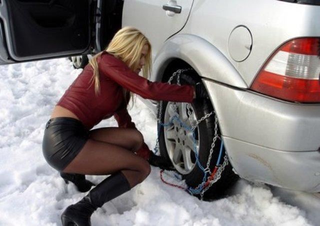Автолюбитель Екатерина еще не знает, что проблемы во время движения вызваны не тем, что автомобиль движется без цепей на колесах, а тем, что в моторе залито неподходящее для зимы масло
