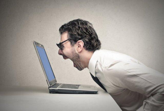 Автолюбитель Семен пишет негативный отзыв о масле Манол в Интернете