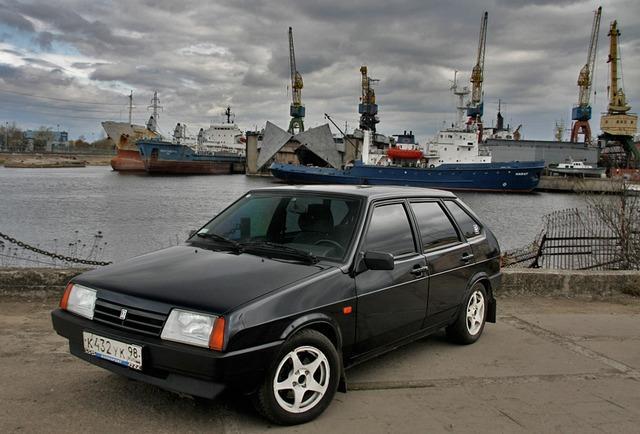 ВАЗ 2109 черного цвета