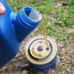 Промажьте резинку и залейте вовнутрь нового ММ моторной жидкости