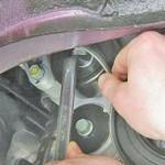 2. Снимите ремешок привода с вала