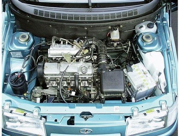 Моторный отсек ВАЗ 2112