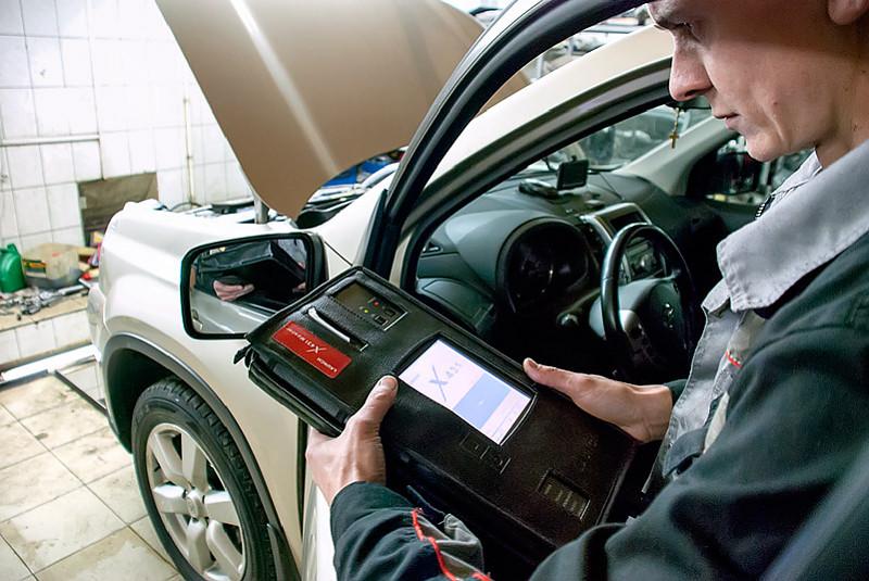Диагностика внедорожника Nissan X-Trail при помощи специализированного оборудования
