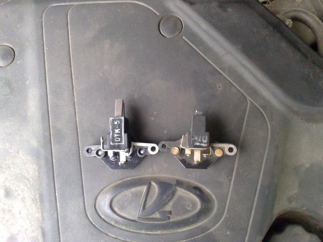 Щетки генератора автомобиля в демонтированном виде