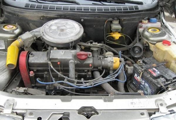 Моторный отсек ВАЗ 2110
