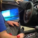 1. Затем подключите ноутбук и тестер при помощи адаптера к диагностическому разъему