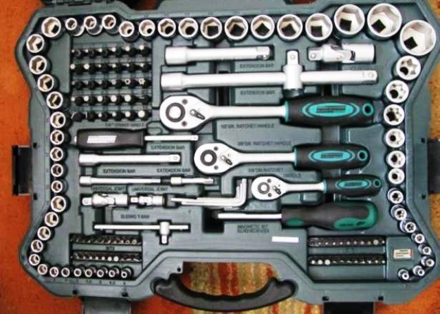 Набор ключей, который должен быть у каждого автолюбителя