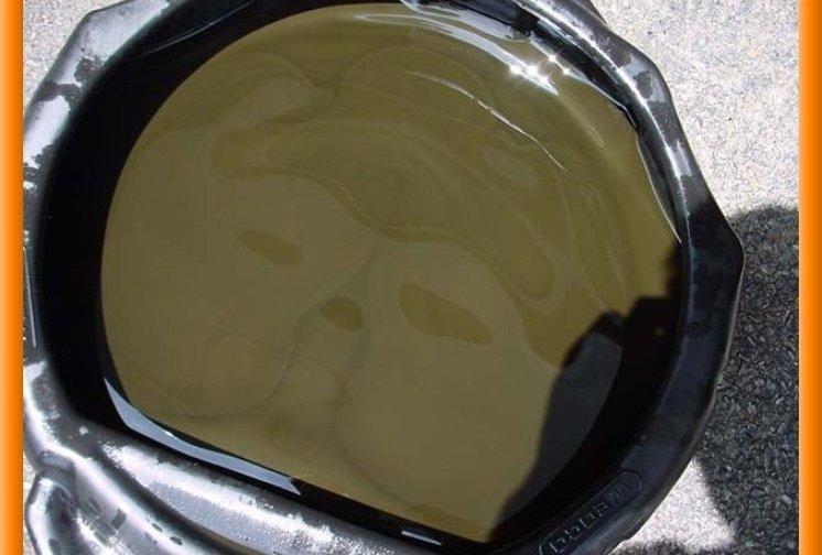 Так выглядит отработанная жидкость после слива из системы