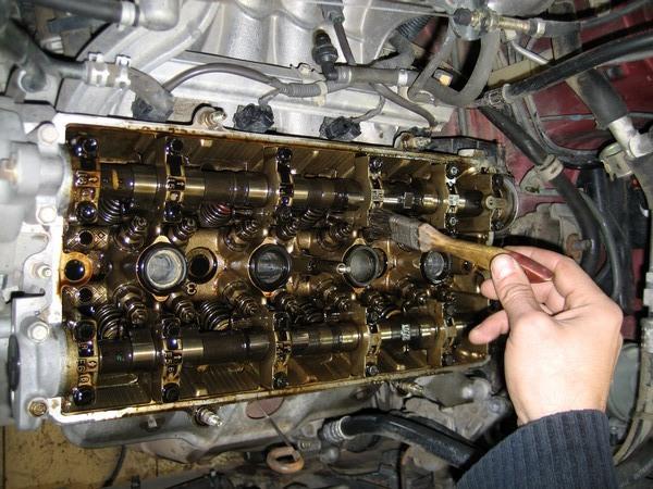 Прочистка внутреннего механизма мотора от нагара