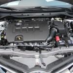 1. Откройте капот и извлеките предохранитель топливного насоса, чтобы сбросить давление.
