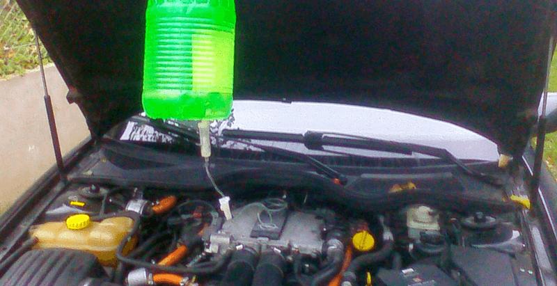 Очистка колец при помощи капельницы с водой