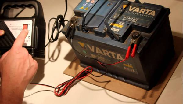 Зарядка АКБ с помощью фирменного ЗУ