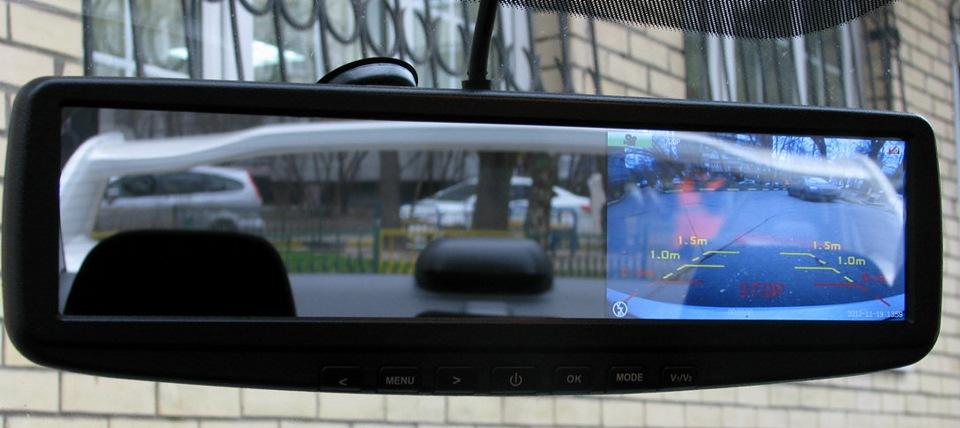 Видеорегистратор-зеркало со встроенным дисплеем