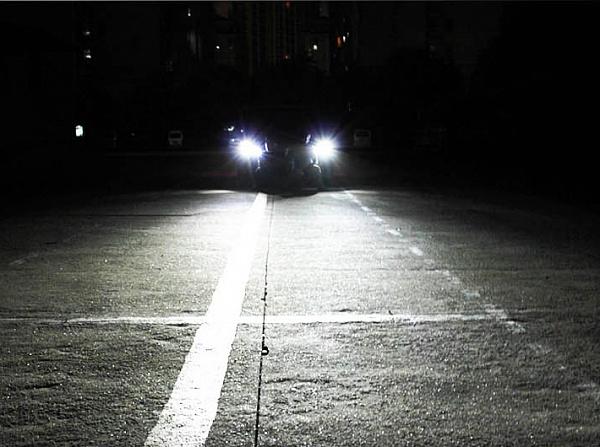 Автомобиль с установленным в фарах ксеноном
