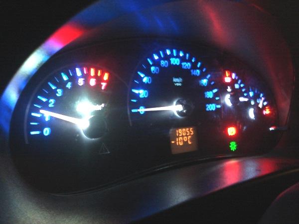 Тюнингованный контрольный щиток автомобиля Приора