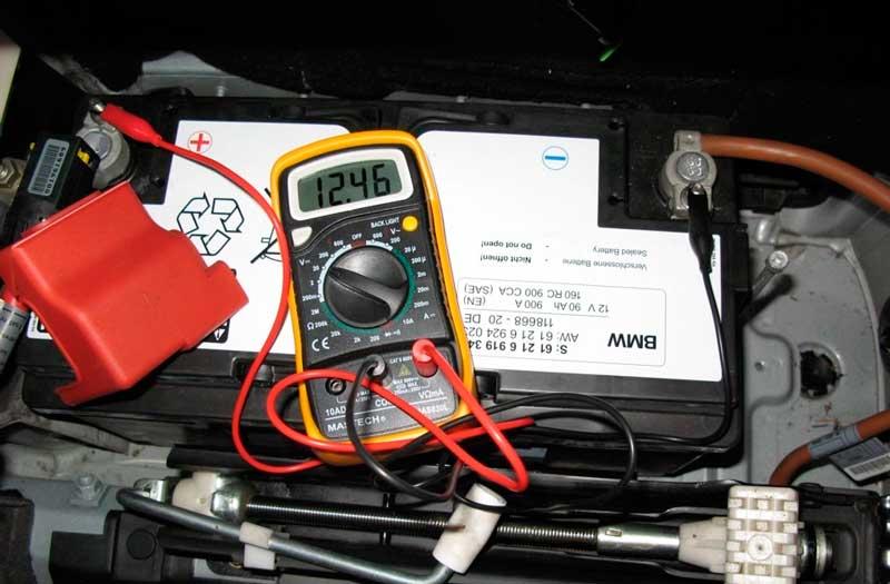 Процесс зарядки автомобильного аккумулятора