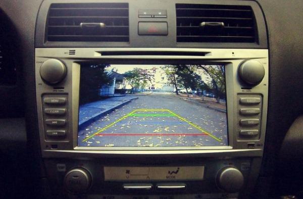 Изображение от камеры на экране магнитолы