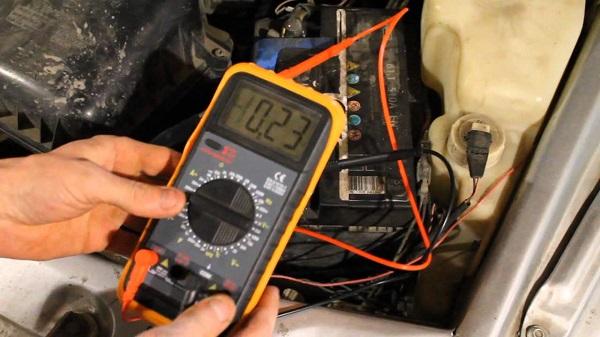 Проверка батареи тестером