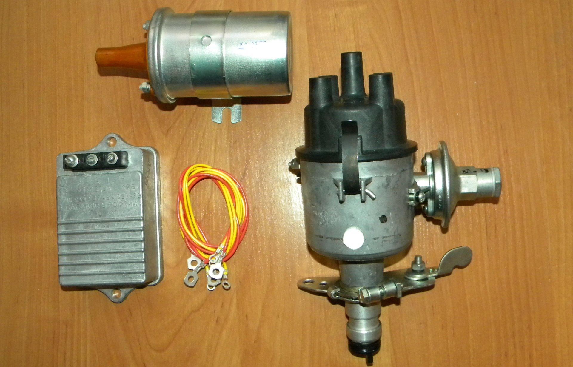 Катушка зажигания и прочие элементы электронной системы в разобранном виде