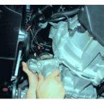 Отключите узел от двигателя и демонтируйте его.