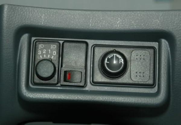 Выведенная кнопка для активации парктроника