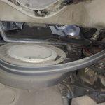 После снятия прижимной пластины демонтируйте приводной ремешок.