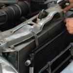 Произведите монтаж радиаторного устройства, обычно он ставится рядом с радиатором ДВС.