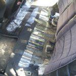 Для замены ДУТ демонтируйте заднее кресло.