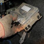Произведите демонтаж контроллера, дальнейшая сборка производится в обратном порядке.